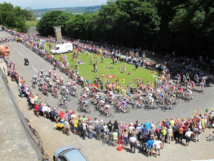 Tour de France - Peleton Climb